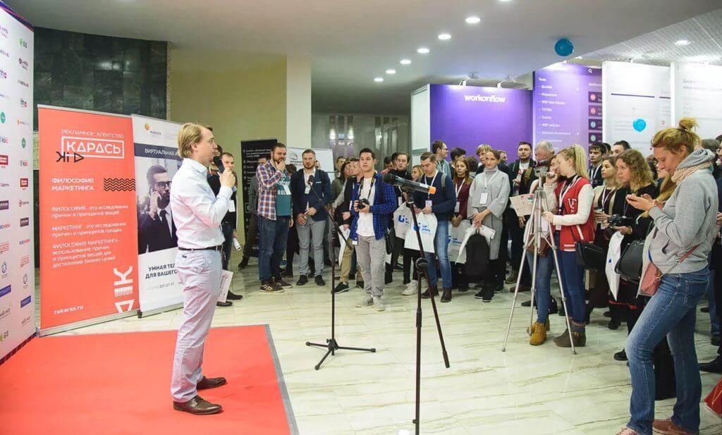 Денис Сергеев открывает выставку
